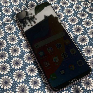 Đánh giá Honor Play: Smartphone gaming giá rẻ cho mọi người!